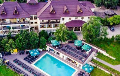 Servicii hoteliere, cazare si restaurante